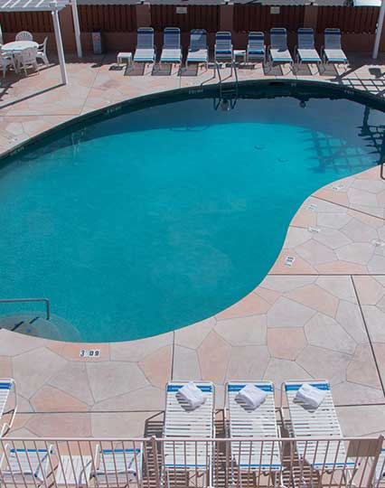 Seasonal Outdoor Pool & Spa at Hotel Arizona